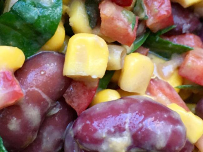 Salade de haricots rouges, maïs et épinard