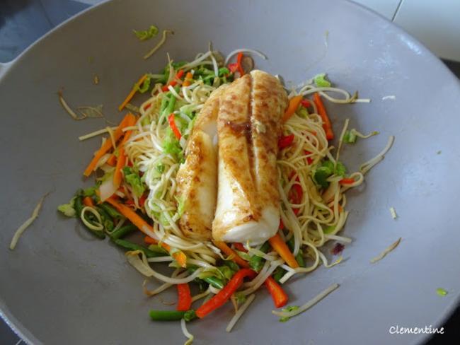 Wok oriental de légumes et cabillaud