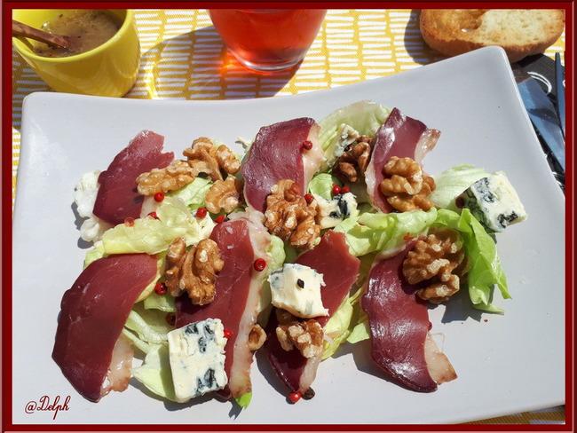 Salade gourmande au magret, noix et St Agur