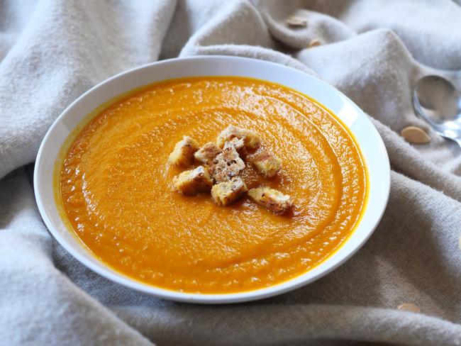 Soupe automnale au potimarron, carottes et oignons