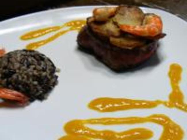 Filet de Boeuf aux Crevettes, Sauce Papaye et Gingembre - Pommes Dorées