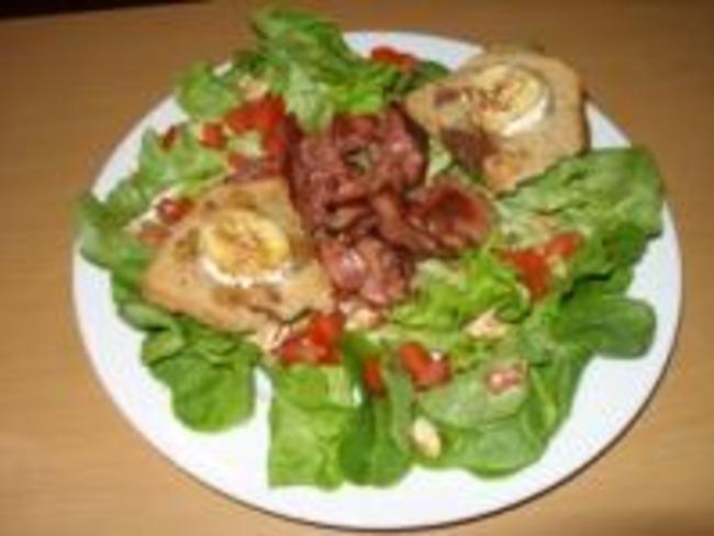 Salade au Foie de Volaille et Toasts de Chèvre au Miel