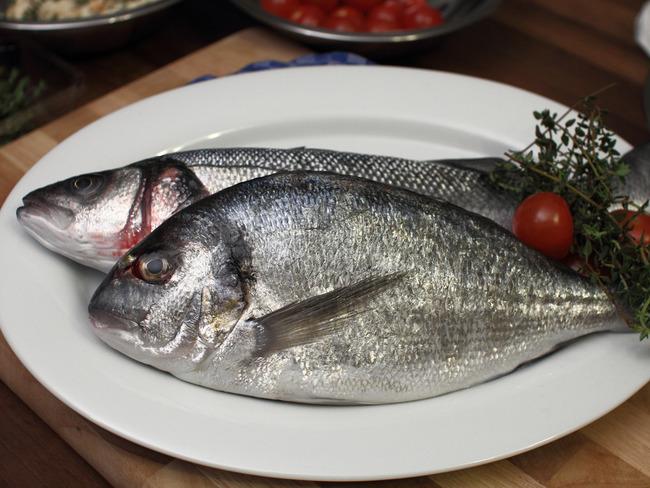 Ecailler un poisson portion