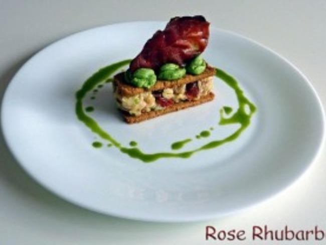 Mille feuilles de risotto au speck et tomates confites,crème de ciboulette
