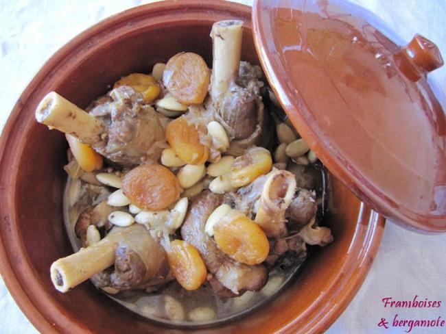 Souris d'agneau aux abricots et aux amandes