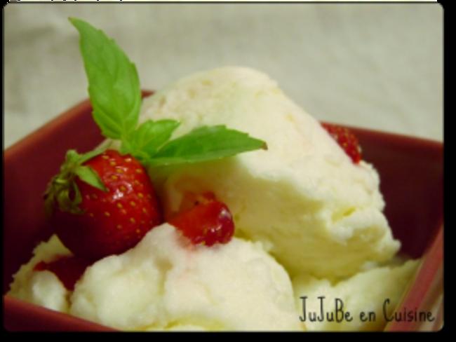 Crème glacée fraise, huile d'olive et basilic
