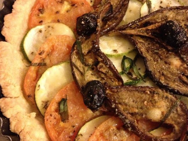 La tarte aux courgettes et aubergines grillées, pâte sablée au parmesan