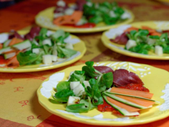 Salade de magret fumé et copeaux de légumes