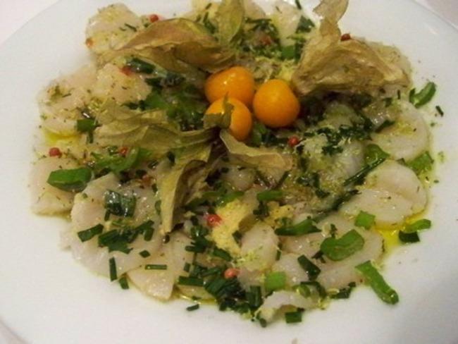 Carpaccio de St Jacques aux herbes fines et huile de truffe