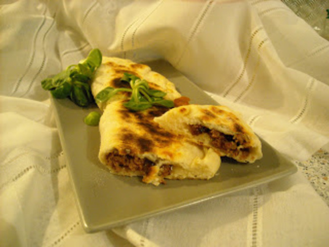 Naans steack and goat cheese