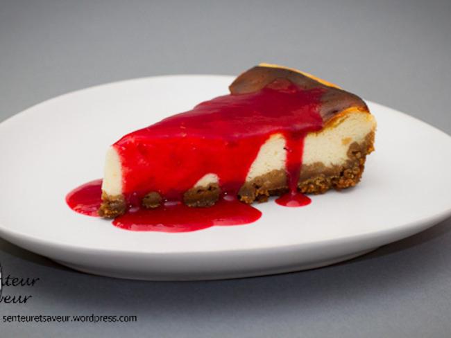 Cheesecake aux spéculoos et son coulis de framboise