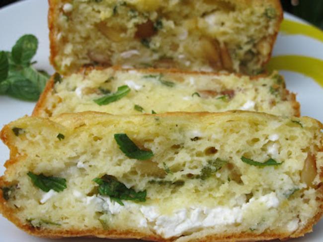 cake au fromage frais, menthe et pignons
