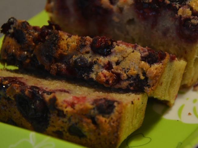 Cake aux fruits rouges et à la farine de châtaigne