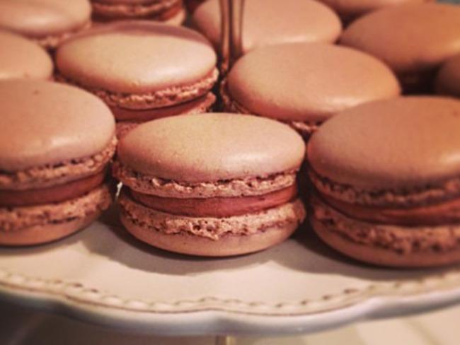 Macarons chocolat au lait, avec ganache montée
