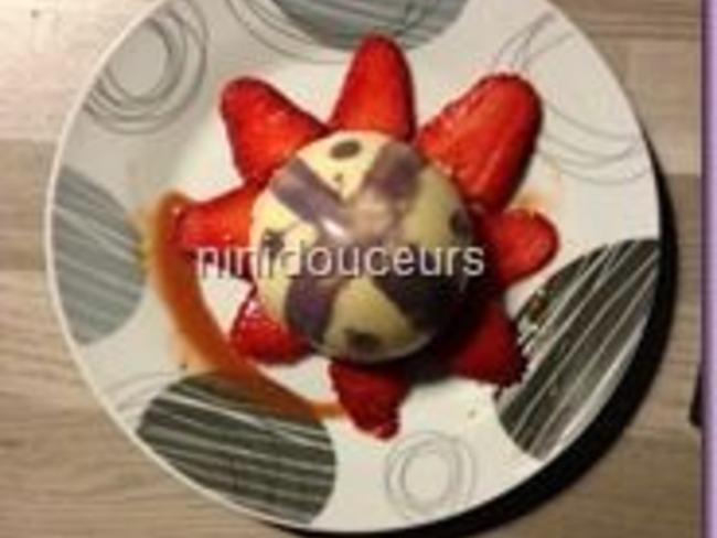 Dôme chocolat blanc crémeux aux fraises