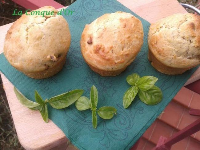Muffins au pesto, tomates séchées, parmesan et ricotta