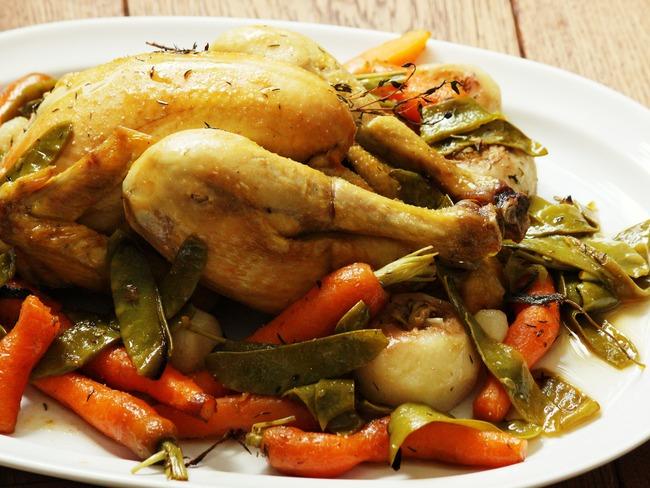 Poulet rôti et légumes primeurs
