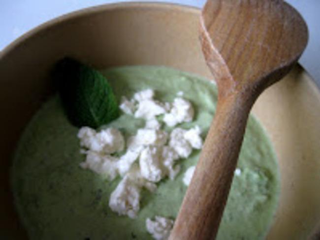 Crème de concombre et feta à la menthe
