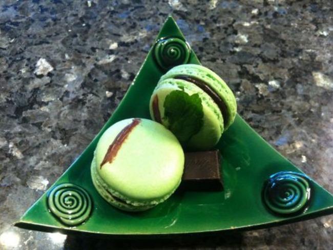 Les Macarons Menthe et Chocolat