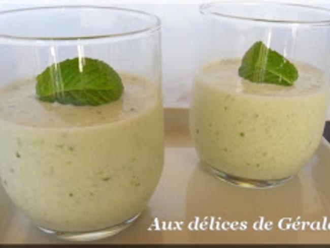Yaourt glacé au concombre et à la menthe