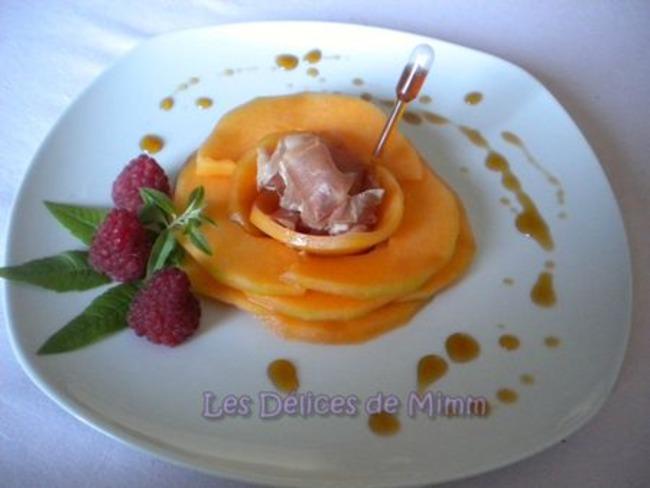 Fleur de melon, jambon de Parme et caramel de Porto