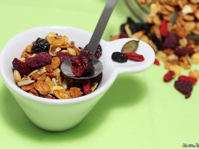 Granola protéiné maison aux fruits rouges