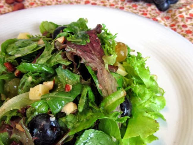 Salade de mesclun aux deux raisins