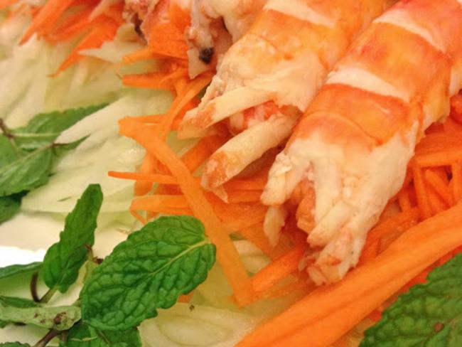 La salade de concombre vert aux crevettes