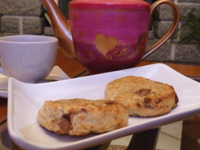 Scones aux fruits de la passion et chocolat au lait