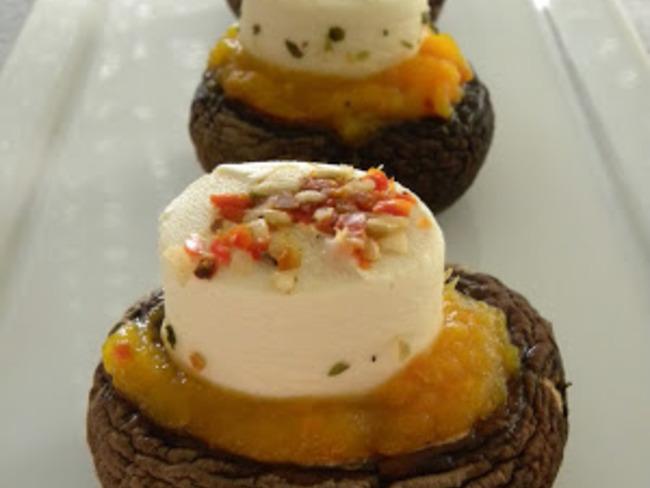 Champignons farcis à la purée de potiron et chorizo, fromage frais