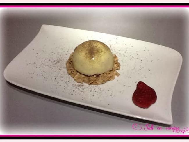 Dôme chocolat blanc, mousse fruit rouges, cœur meringué sur croustillant chocolat blanc