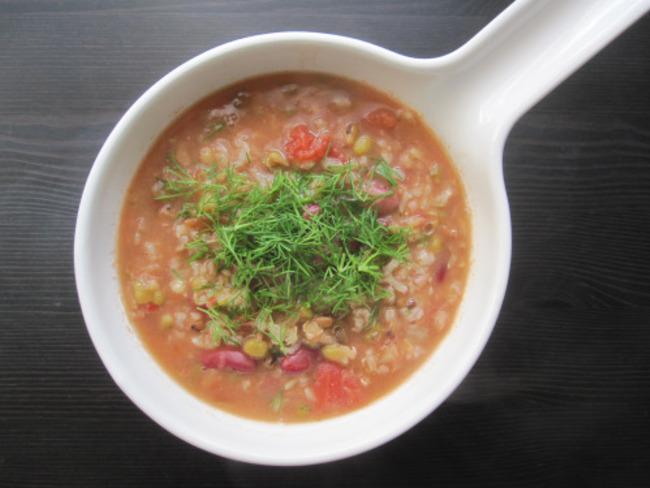 Soupe irakienne aux légumineuses et au riz