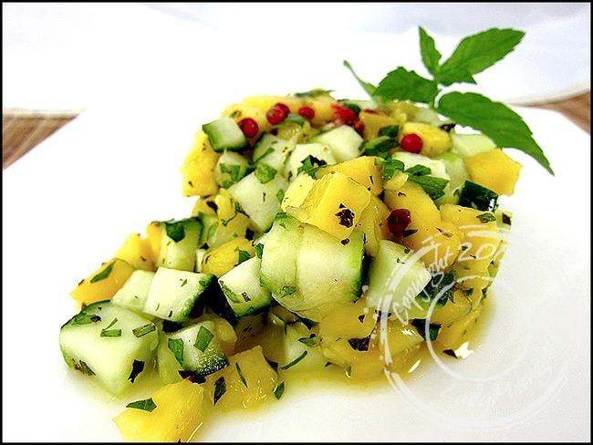 Salade de concombre et mangue à la menthe
