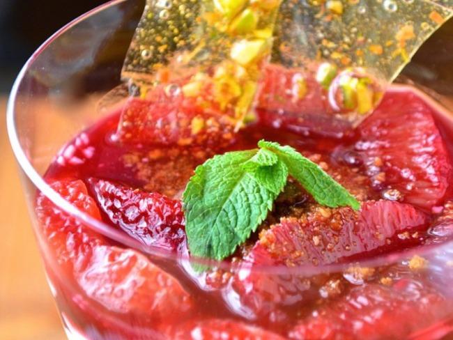 Oranges sanguines et leur sirop sur yaourt grec au miel