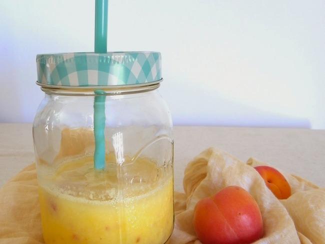 Smoothie à la mangue, abricot et citron