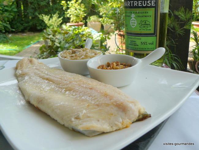 Filet de truite, sauce chartreuse et noix