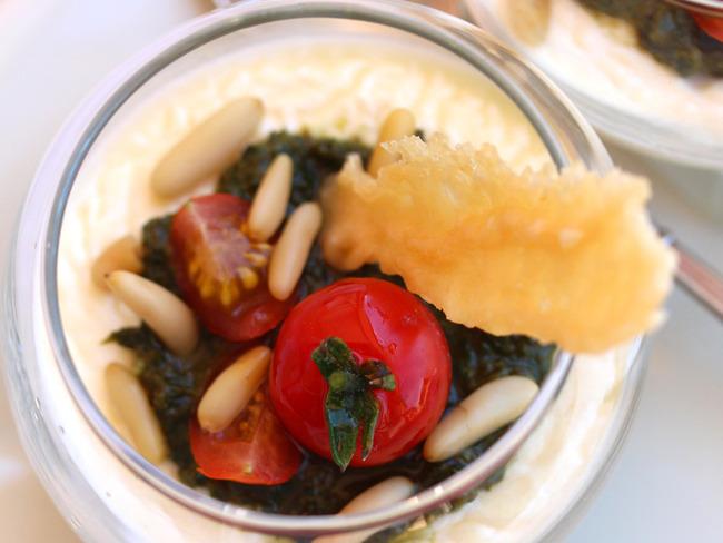 Pannacotta au parmesan et pesto au basilic