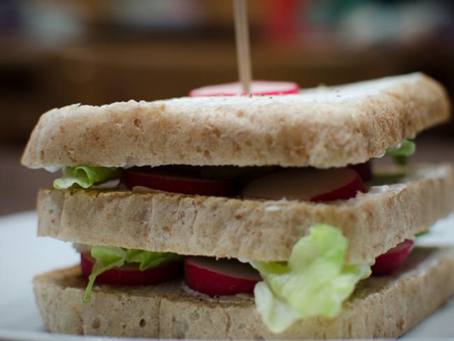Club sandwich aux radis et au Philadelphia