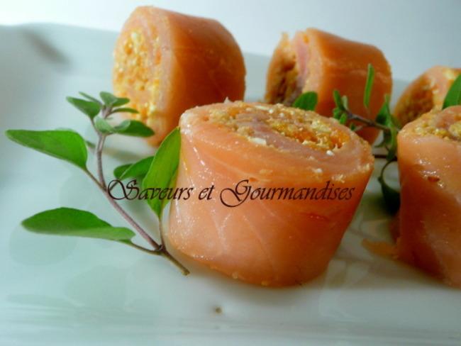 Roulés de saumon au crabe et au fromage.