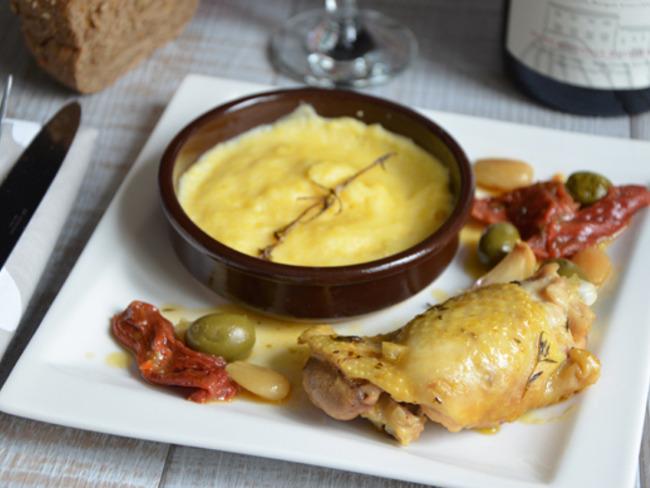 Fricassée de poulet fermier aux amandes et tomates confites