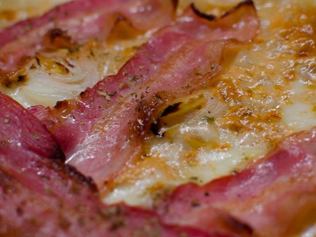 Pizza à l'oignon et au bacon