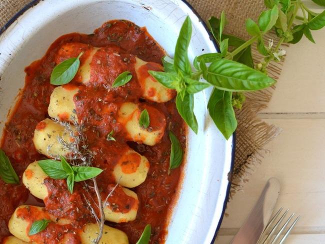 Quenelles de semoule de blé à la sauce tomate