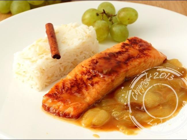Pavés de saumon au raisin et vin blanc