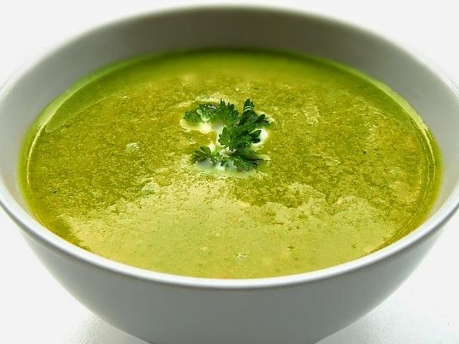 Soupe au jambon cru, épinard, pommes de terre, panais et carottes