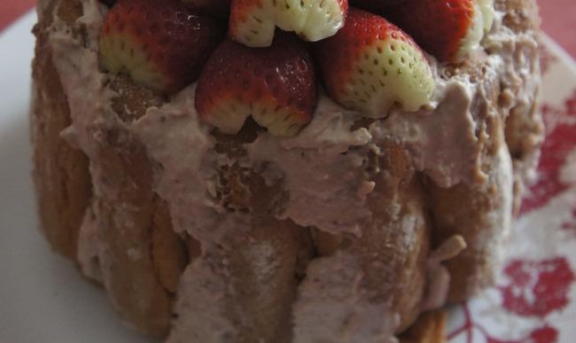 Charlotte aux fraise a base de biscuits à la cuillère