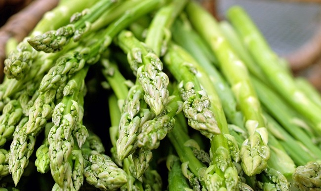 No spring menus without a green asparagus recipe!