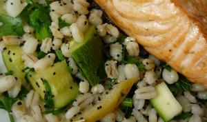 Assiette de saumon et orge perlé