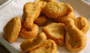 Nuggets sur papier absorbant