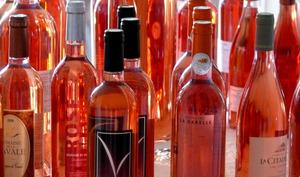 Bouteilles de vins rosés