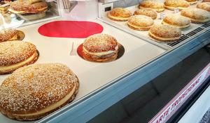 Etal de tartes tropéziennes